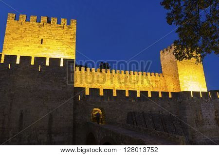 Sao Jorge Castle in Lisbon in the evening