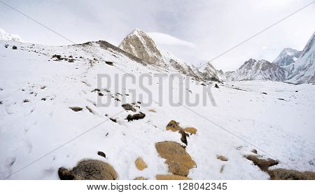 Way to Everest base camp, three passes trek, Everest area, going up to snow peak, winter in Himalaya