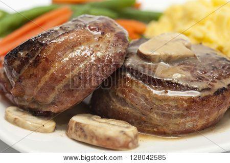 Filet Mignon Preparation : Filet Mignon served with vegetables