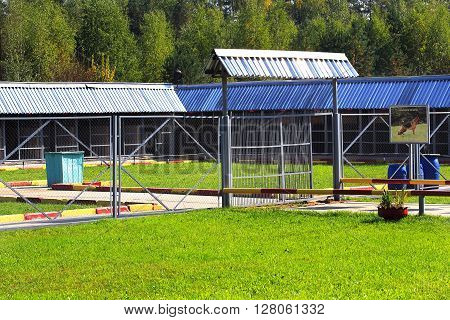 Aviary and camps for the maintenance of army service dogs