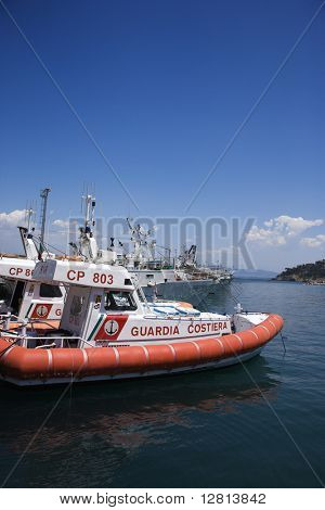 Barco de la Guardia Costera italiana.
