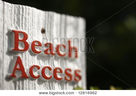 Signo de acceso playa en Bald Head Island, Carolina del norte.