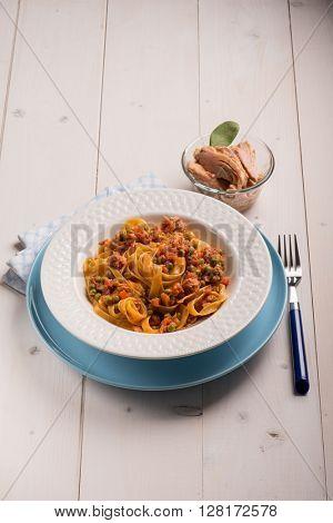 tagliatelle with tuna ragout and green peas