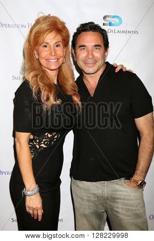 LOS ANGELES - APR 30:  Suzanne DeLaurentiis, Dr Kassif at the Suzanne DeLaurentiis Productions Gifting Suite at the Dylan Keith Salon on April 30, 2016 in Burbank, CA