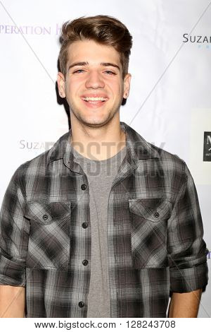 LOS ANGELES - APR 30:  Brandon Tyler Russell at the Suzanne DeLaurentiis Productions Gifting Suite at the Dylan Keith Salon on April 30, 2016 in Burbank, CA