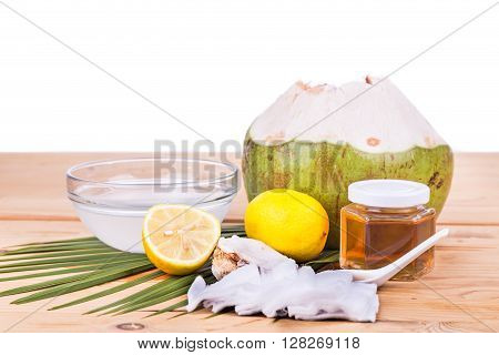 Natural Face Mask Of Coconut, Lemon, Honey To Moisturize Skin