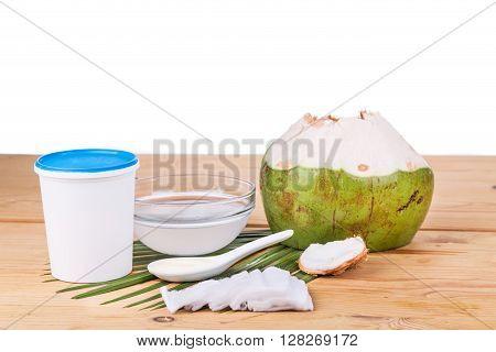 Coconut Juice With Yogurt Helps Reduce Wrinkles And Skin Ageing