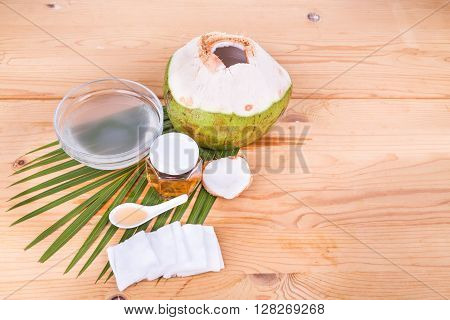 Coconut Juice With Honey Are Natural Toner To Reduce Face Acne