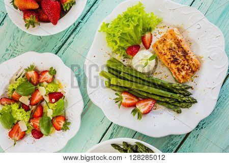 Salmon, asparagus with fresh strawberries, light diet