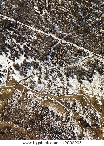 Vista aérea de nieve había cubierto Colorado rural pintoresco.