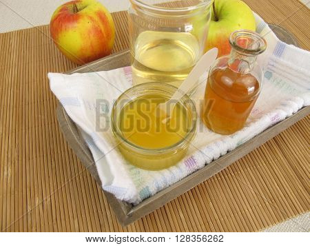Hair conditioner with apple cider vinegar and honey