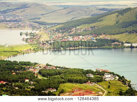 Panorama of the settlements located around the lake.