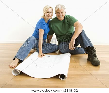 Aged Couple sitting on Floor with Architekturentwürfe.