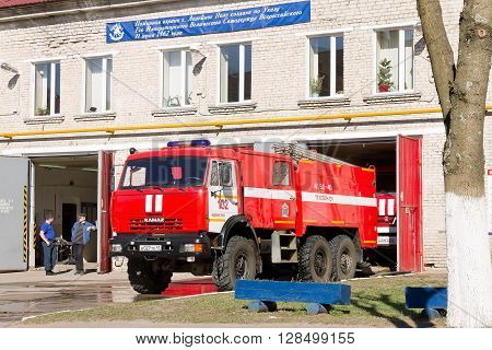 LODEYNOJE POLE, RUSSIA - MAY 2TH, 2016: Unidentified firefighters rest near a fire truck waiting for a new assignment