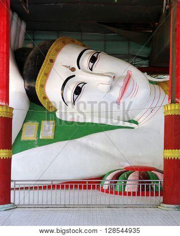 The reclining Buddha at Kyaw Aung San Temple