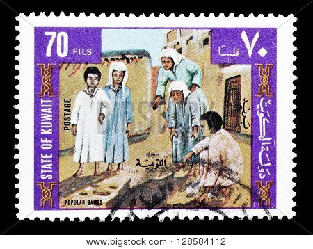 KUWAIT - CIRCA 1977 : Cancelled postage stamp printed by Kuwait, that shows Popular games.