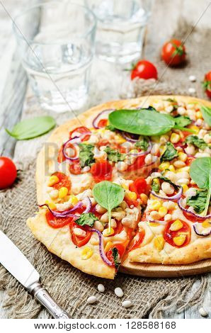 white beans spinach corn and tomato pizza with white beans crust