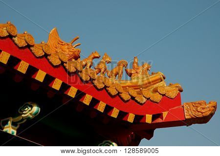 a picture of an exterior roof of a Chinese Taoist shrine