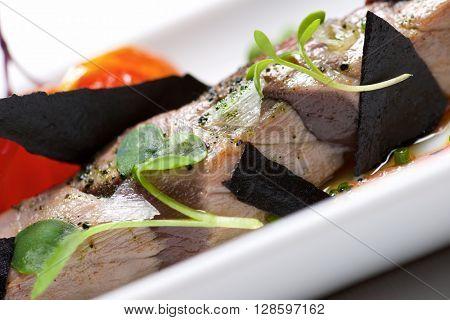 Typical tuna tapa in a small white dish.