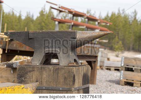 A huge anvil on a wood pole