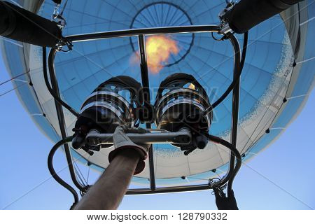 Hand adhere to the gas burner of air balloon