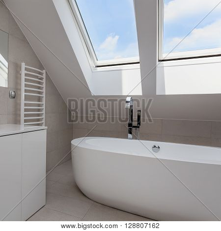 Urban Apartment - Bright Bathroom