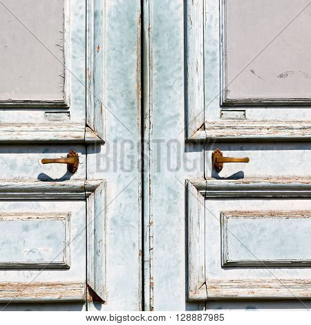 Old Door And Ancien Wood  Hinge