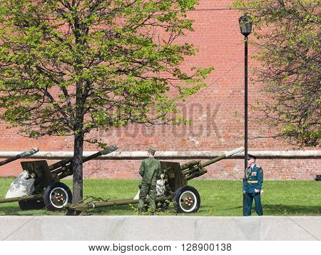 Moscow - May 7 2016: Guns heralding the start of a military Porada in Moscow and the military near the guns May 7 2016 Moscow Russia
