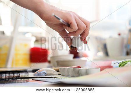 Laboratory ceramics, painting on ceramic plate .