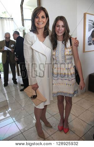 PALM SPRINGS - APR 27: Linda Gray, Alison Balnar at a cultivation event for The Actors Fund at a private residence on April 27, 2016 in Palm Springs, California