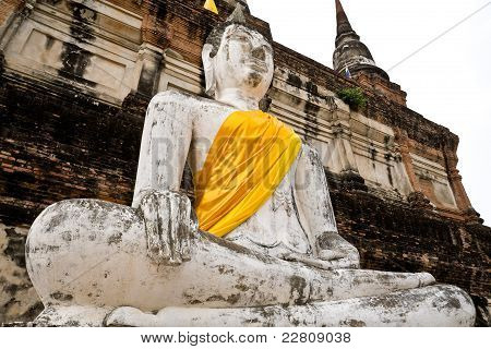 Old Statues of buddha