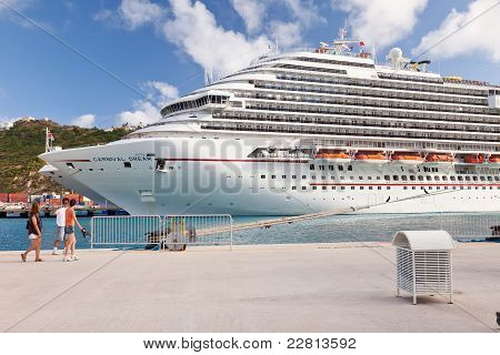 Carnival Dream angedockt in st. maarten
