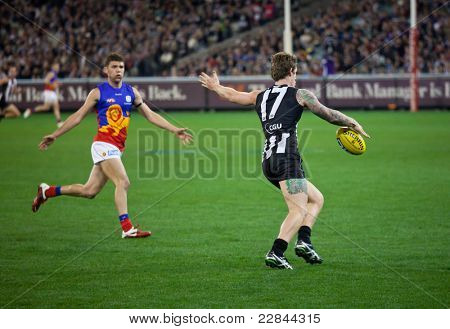 MELBOURNE - AUGUST 20 : Collingwood's  Dayne Beams (R) in action during their win over Brisbane - August 20, 2011 in Melbourne, Australia.
