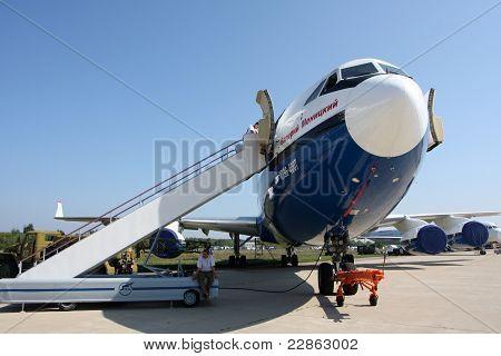 Aircraft Il-96-400T