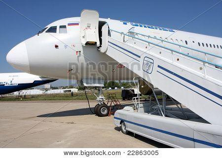 Airliner Tu-204 Cm.