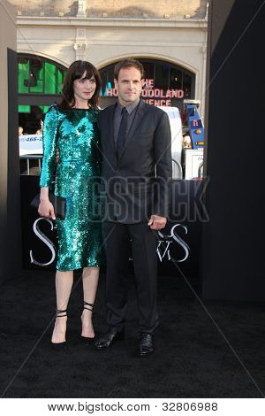 LOS ANGELES - MAY 7:  Michele Hicks, Jonny Lee Miller arrives at the