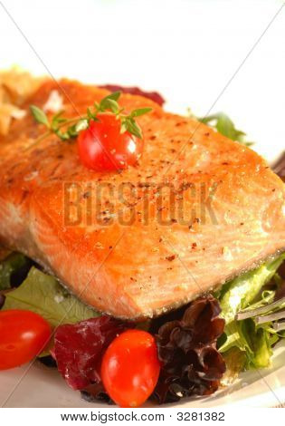 Seared Salmon On A Bed Of Greens With Tomato
