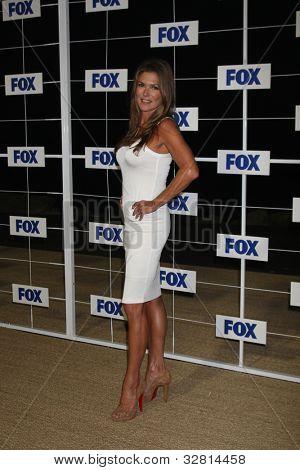 LOS ANGELES - 5 de AUG: Paige Turco al llegar a la fiesta de FOX TCA verano 2011 en Gladstones en agosto