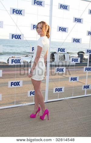 LOS ANGELES - 5 de AUG: Jayma Mays al llegar a la fiesta de FOX TCA verano 2011 en Gladstones el 5 de agosto