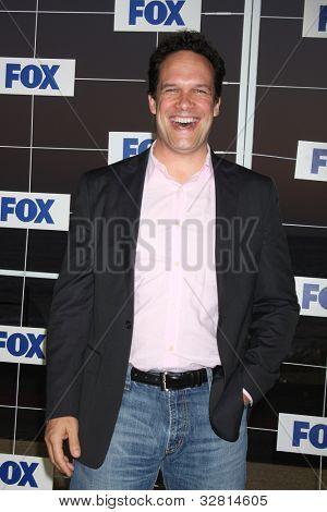 LOS ANGELES - 5 de AUG: Diedrich Bader, arribando a la fiesta de FOX TCA verano 2011 en Gladstones Augu