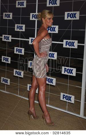 LOS ANGELES - 5 de AUG: Jaime Pressly arribando a la fiesta de FOX TCA verano 2011 en Gladstones Augus