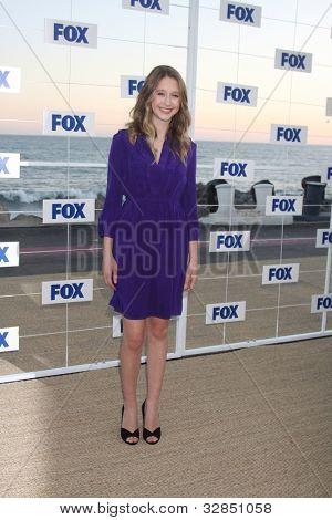 LOS ANGELES - 5 de AUG: Taissa Farmiga arribando a la fiesta de FOX TCA verano 2011 en Gladstones Augu