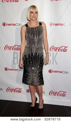 LAS VEGAS - APR 26:  ANNA FARIS arrives afor the Cinema Con 2012-Final Night Awards  on April 26, 2012 in Las Vegas, NV