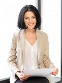 Постер, плакат: яркое изображение счастливой женщиной с документами