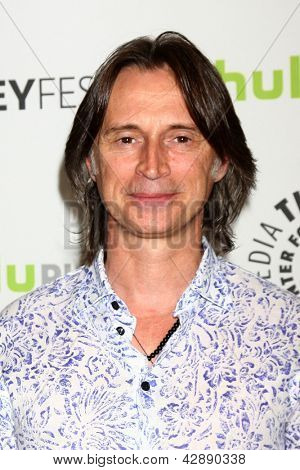 LOS ANGELES - MAR 3:  Robert Carlyle arrives at the