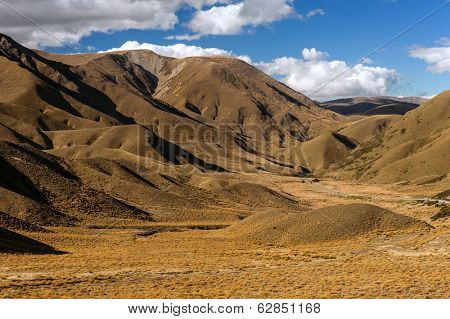 Southrn Alps in Lindis Pass beautifuly lit by the evening sun. Otago region, New Zealand