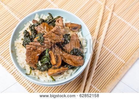 Beef, Mushroom & Spinach Stir-fry with Rice