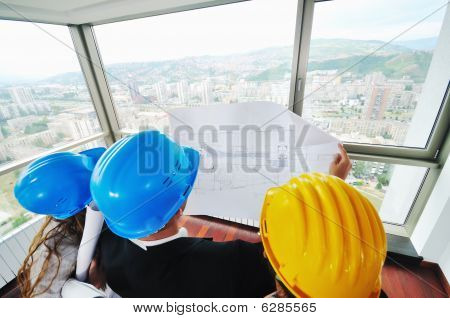 Equipo joven arquitecto