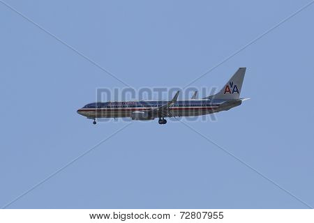 American Airlines Boeing 737 in New York sky approaching La Guardia Airport