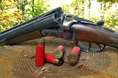 foto of shotgun  - shotgun and its cartridges - JPG